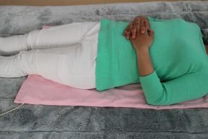 腰や背中を温めながら寝ることもできます。